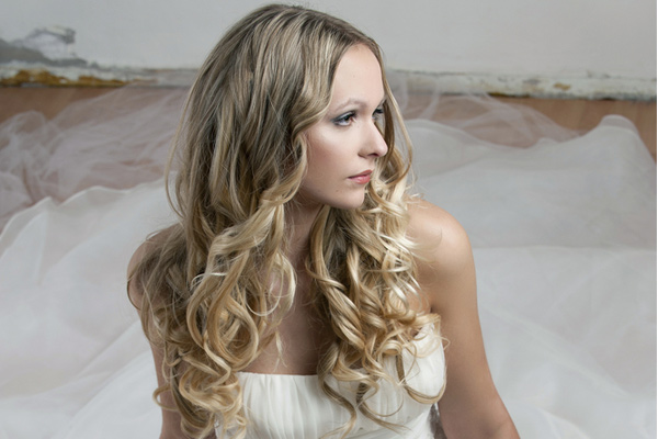 Home > Bridal Hairstyles for Beach Weddings – Keep Your Hair Down