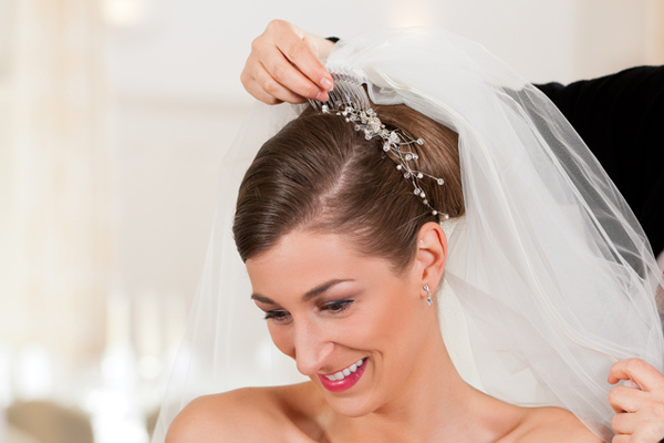Excellent High Bun Hairstyle with Veil for Wedding 600 x 400 · 72 kB · jpeg
