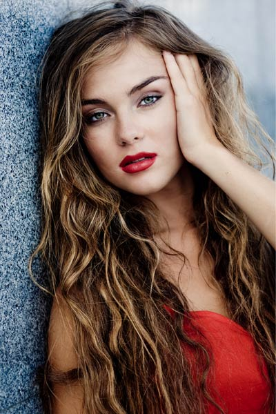 Layered Haircuts for Long Wavy Hair – From Loose to Tight Waves