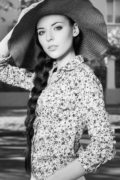 side braid with summer hat