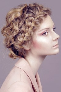 Acconciature Bontoniane alla Blair - Pagina 4 Crown-french-braid-curly-hair-200x300