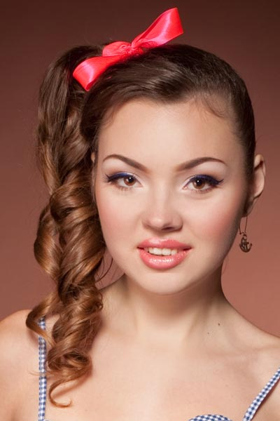 high side ponytail ringlets
