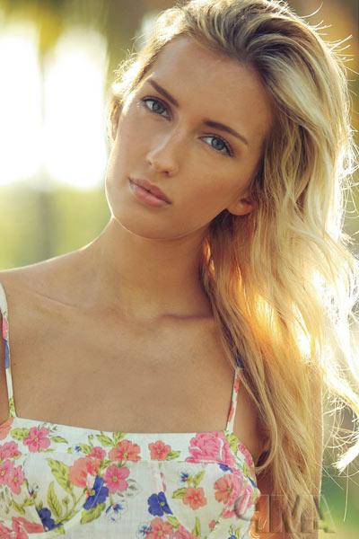 Fine-Blonde-Hair-Promod-Christina