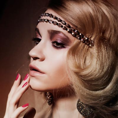 Some of the easiest 1920s hairstyles incorporate waves and curls. One ...
