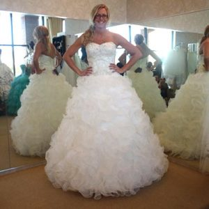 Wedding-Hairstyle-for-a-Ballgown-Dress-with-a-Sweetheart-Neckline-