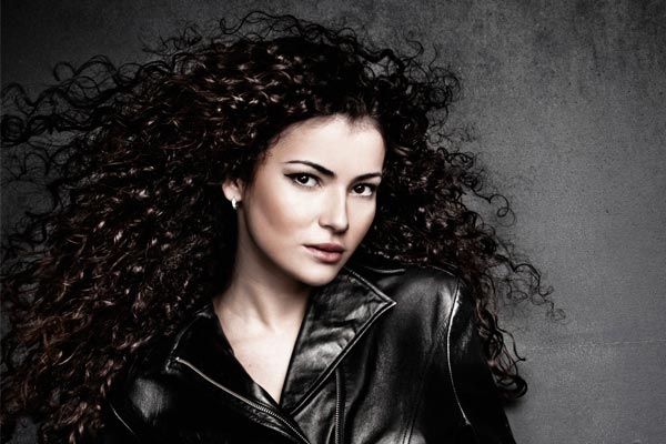 How-to-Blow-Dry-Curly-Hair-