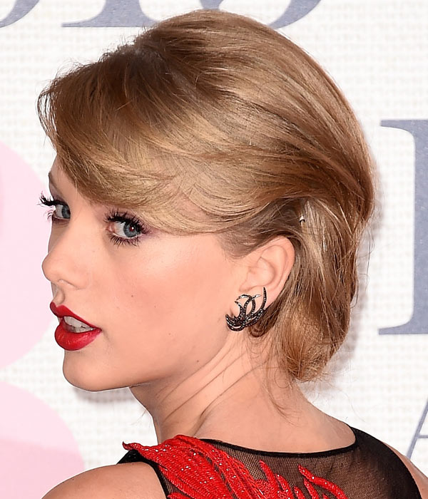 Taylor-Swift-Faux-Bob-2015-