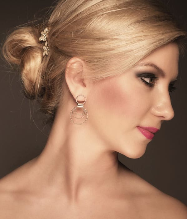 Bridal-Bun-Hairstyle-with-Wedding-Hair-Accessory