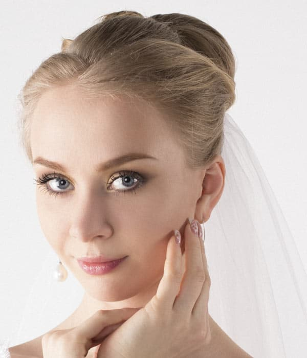 Wedding-Bun-Updo-with-Veil