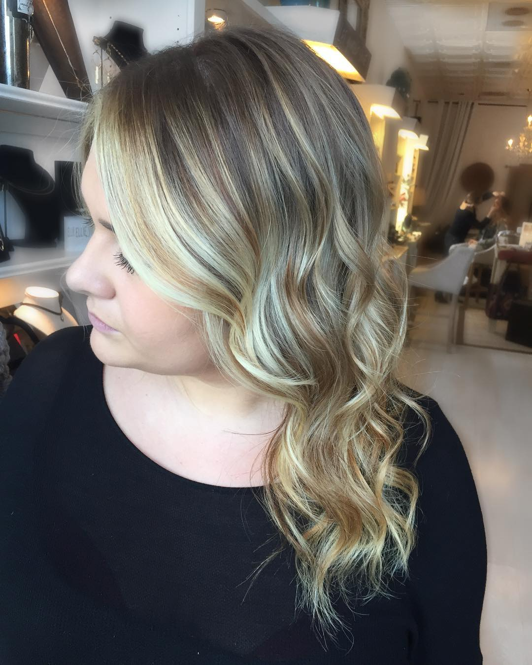 veronica_hair-long-wavy-curls